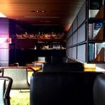 都心の天空に浮かぶライブラリーカフェで贅沢な日曜の午後