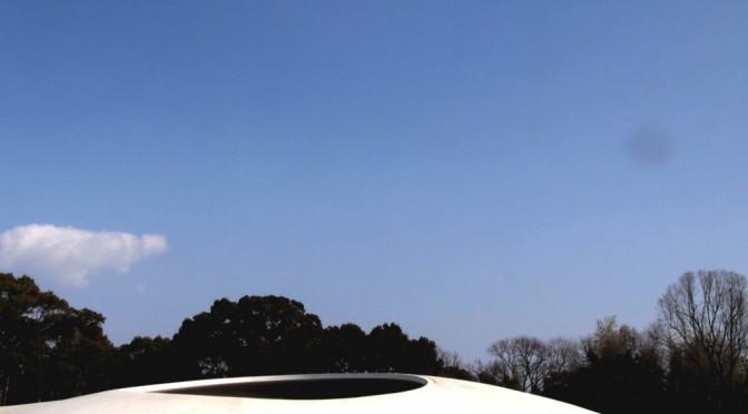 瀬戸内海に浮かぶ豊島、宇宙船のような豊島美術館へ