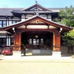 老舗の奈良ホテル、印象的な吹き抜けのロビー