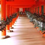 春日大社の艶やかな美と新薬師寺の簡素な美