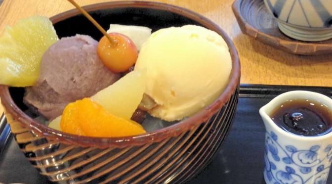 神楽坂「紀の善」、夏は甘くて冷たいクリームあんみつで涼みたい