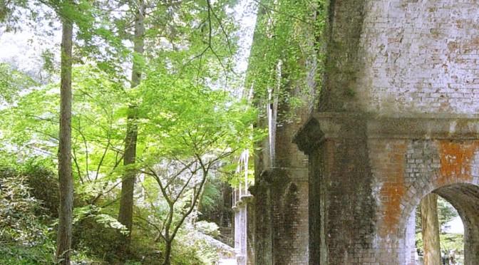 南禅寺境内の苔と砂利になじむ風格ある洋風建築、水路閣