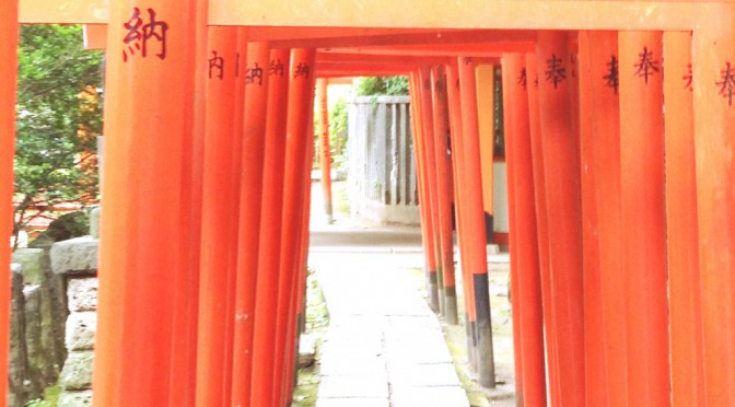 歴史が止まったように静かな時間が流れる、根津神社に参拝へ