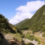 水煙に心が洗われる、日本一の落差を誇る立山の称名滝