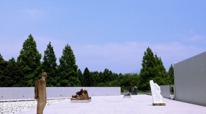 伊豆 クレマチスの丘、まるで彫刻作品の中にいるような「ヴァンジ彫刻庭園美術館」へ