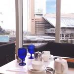 活気ある大阪駅を眼下に望む、静かで開放的なグランカフェ