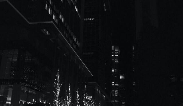 イルミネーションが輝く、東京駅丸の内を夜散歩