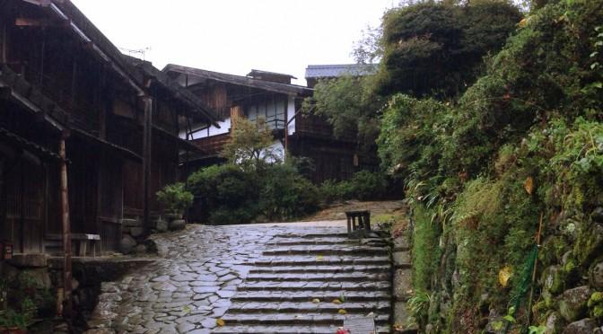 静かで落ち着いた雰囲気の妻籠宿をのんびり散歩